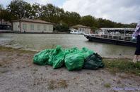 si vous aimez la nature �vitez de jeter vos ordure dans le canal du midi patrimoine mondiale de L'UNESCO