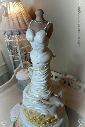 cake design, gateau d�cor� , robe de fete, mariage, oir�ee etc