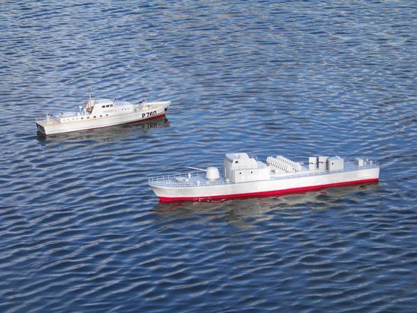 Navigation des deux patroullieurs en cours de finition. ( P760 & P6154 sa première mise à l'eau )