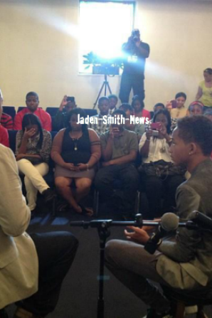 Hier, Jaden et son p�re Will �taient au Yesha FellowShip Hall, en Philadelphie.