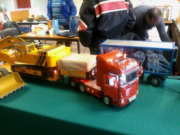 photo de camion model reduit et rodio t�l�comander prise lors de expo de monchy st eloi samedi 12 mars 2016