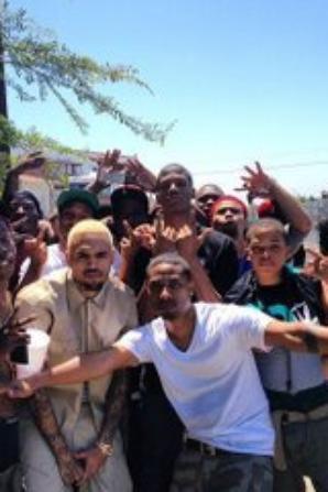 Chris Brown avec des potes au tournage de sa nouvelle vid�o � L'instant (12 Mai)