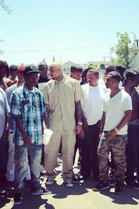 Chris Brown avec des potes au tournage de sa nouvelle vidéo à L'instant (12 Mai)