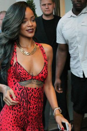 Le 19 juillet :                     Rihanna dans les rues de Londres