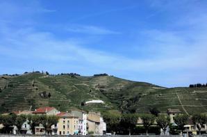 La belle vue des deux petites villes au bord de Rh�ne....