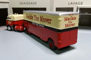 tracteur kenworth bullnose de 1950 avec semi-remorque des tp mackie the mover de chez ixo au 1/43.(�dition altaya un des cadeau semi-remorque d'exception).
