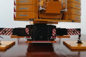 grue automotrice liebherr schmidbauer ltm 1350-6.1 avec la grue déployer et c'est accessoires de chez wsi au 1/50.