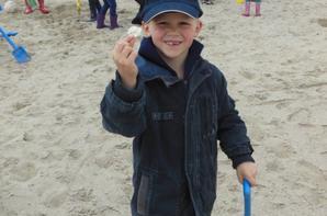 Un petit tour sur la plage pour les maternelles et les 1e 2e primaires...