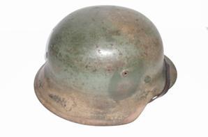 Souvenir d'un Gis envoy� au Pays ,un casque camoufl� Md 42