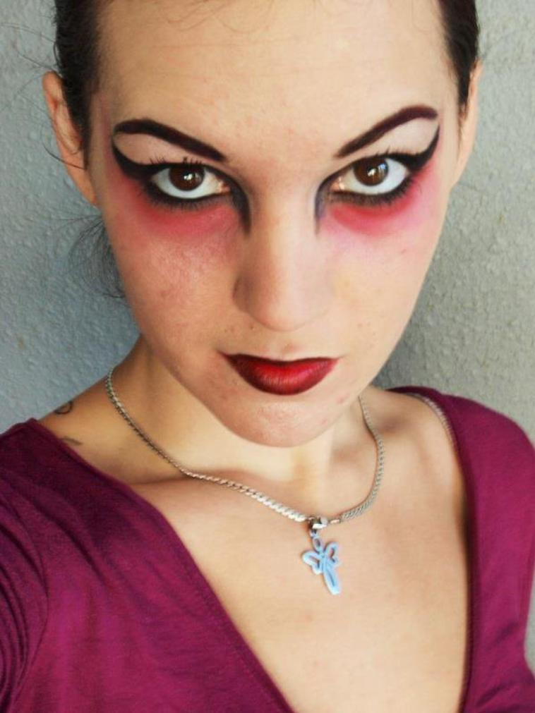 Maquillage yeux diablesse - Maquillage diablesse halloween ...
