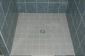 Pose de carrelage au sol 45 45 et cr ation douche for Pose carrelage douche italienne