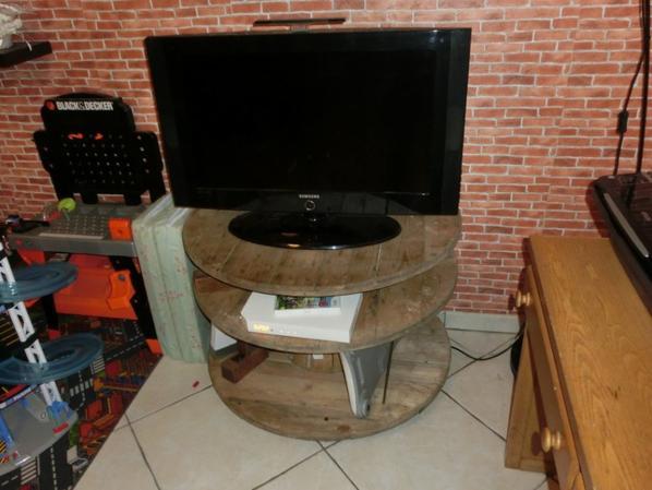 meuble tv hollowcraft disign. Black Bedroom Furniture Sets. Home Design Ideas