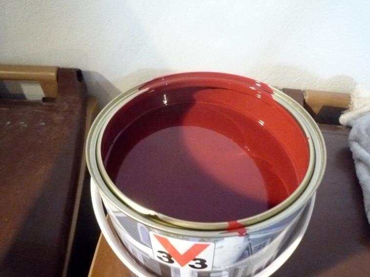 peinture v33 climat extr me rouge basque repreindre un banc ext rieur par andr 95. Black Bedroom Furniture Sets. Home Design Ideas