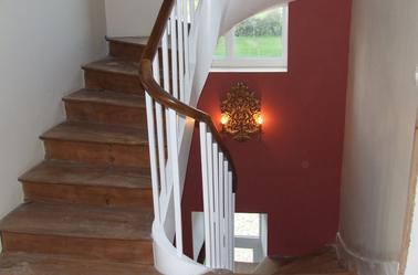 La peinture dans la cage d 39 escalier entreprise ludovic maulav for Peinture cage d escalier
