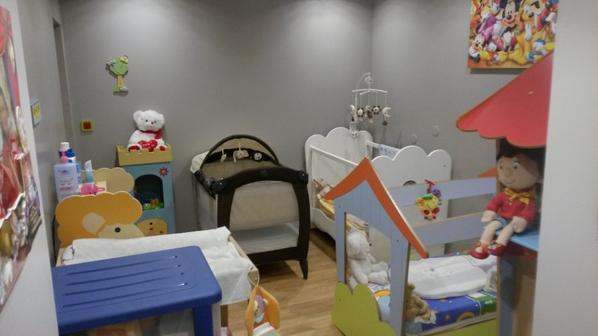 voici la chambre en bas juste a cote de la salle de jeux assistante maternelle. Black Bedroom Furniture Sets. Home Design Ideas