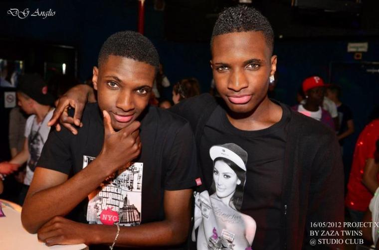 Pourquoi ZaZa TWiNS? car j'ai un jumeau qui s'appelle Jonathan et que nous sommes originaire du Congo (ex:Za�re)--Bonne ann�e � tous :)