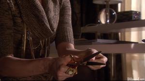 B : Aux abois Saison 5 . Episode 10