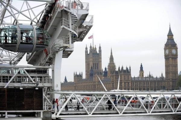 21\05\12 Kim Kardashian visite Londres accompagn�e de son ami Johantan Cheban