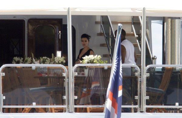 "24\05\12 Kim pr�sente a l'�v�nement ""amfAR Cinema Against AIDS"" � Cannes"