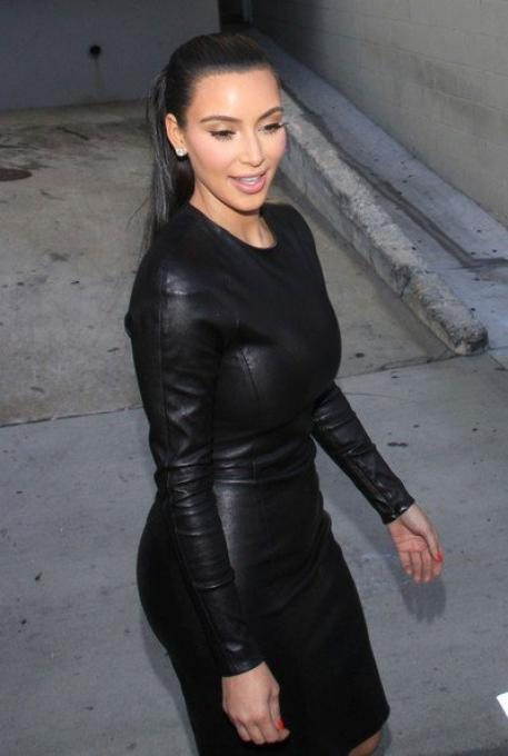07\06\12 Kim Kardashian à était aperçue à L'aéroport de LAX, elle de retour à Los Angeles