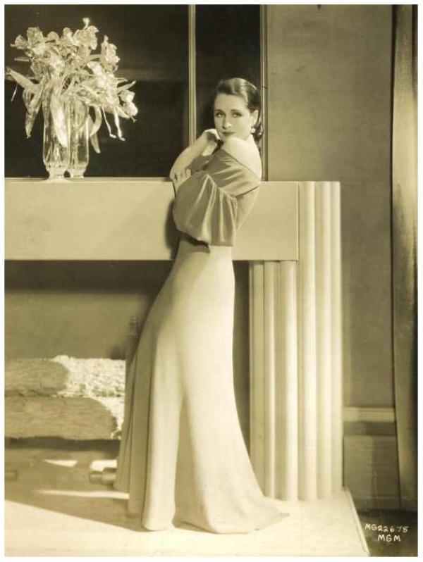 � Etre actrice, c'est la sublimation de la f�minit�. � Monica BELLUCCI : de haut en bas : Myrna LOY '30 ; Maria MONTEZ '40 ; M�e WEST '30 ; Norma SHEARER '30 ; Paulette GODDARD '40 ; Sylvia SIDNEY '30 ; Vera MILES '50 ; Jeanette MacDONALD '30