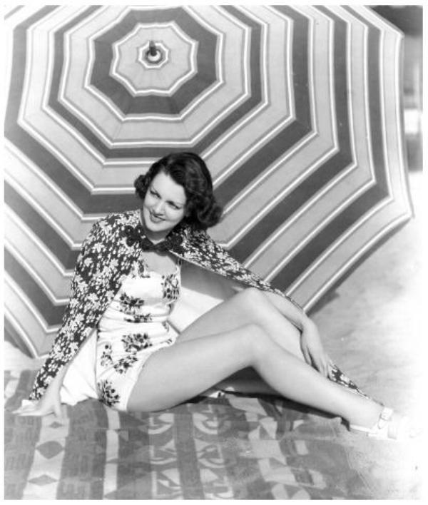 Carol HUGHES '30-40-50 (17 Janvier 1910 - 8 Ao�t 1995) (1 photo de Carol aux c�t�s de Veda Ann BORG) (1 photo de Carol aux c�t�s de Marie WILSON et June TRAVIS)