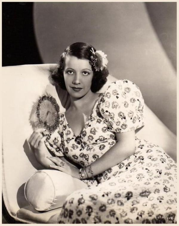 Lily PONS '30-40 soprano singer, actress (12 Avril 1898 - 13 F�vrier 1976)