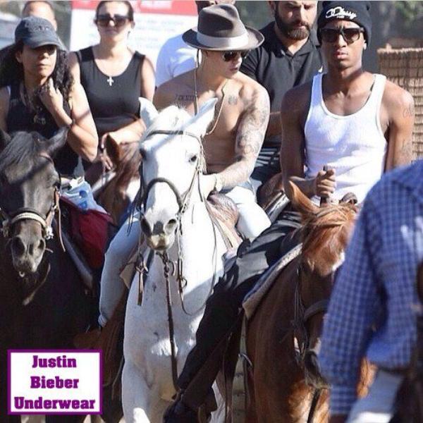 Justin Bieber SEXY sur un cheval !