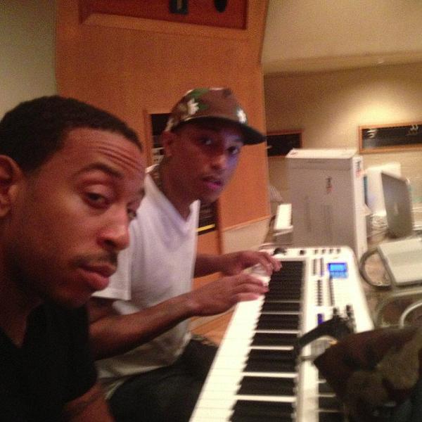 Pharrell en studio avec ... - 25 juin 2013