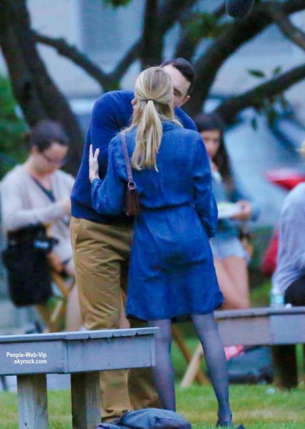 James Franco embrasse Emma Roberts pendant le tournage de leur dernier film Michael dans un parc � Long Island (samedi apr�s-midi (30 Ao�t) , New York. )