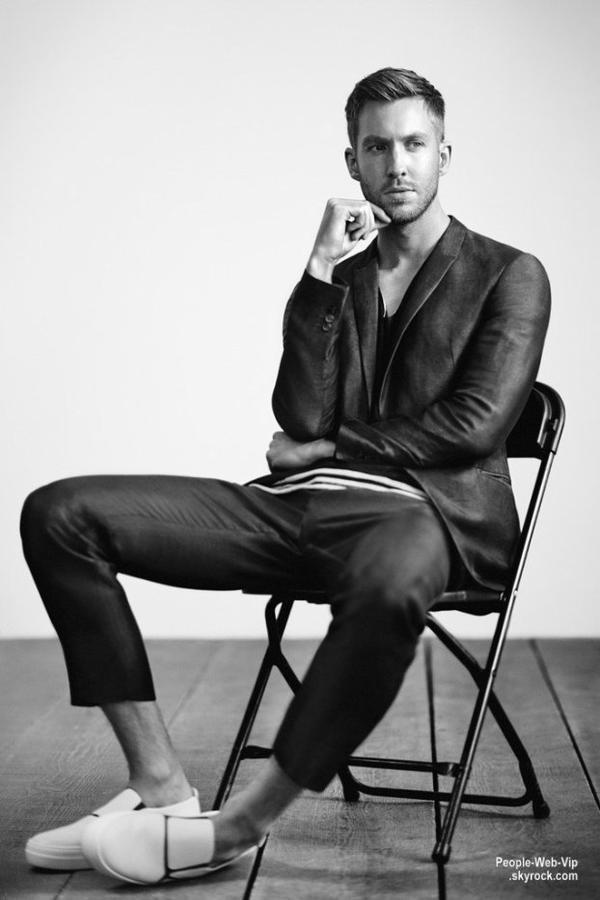 Calvin Harris fait ses d�buts comme nouveau visage de Armani Le DJ �cossais, Calvin Harris fait ses d�buts comme nouveau visage d'Emporio Armani, pour la campagne Printemps / Et� 2015. Voici les premi�res photos : On aime?