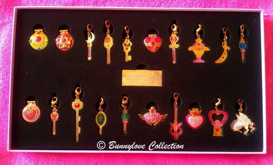 Sailor Moon Pins & Charms Full Moon Set