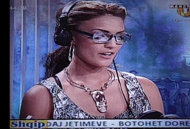 """Genta Ismajli: Sot ne mengjes isha ne programin wake up ne top-chanal ju lutem jepni opinionin tuaj per kete interviste , nqs nuk e keni pare sot live emisionin atehere mund ta shihni ate neser ne http://www.top-channel.tv/ ne programin """"wake up"""""""