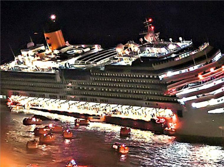 Video Costa Concordia couch� devant l'�le de Giglio  Vision Infrarouge de nuit