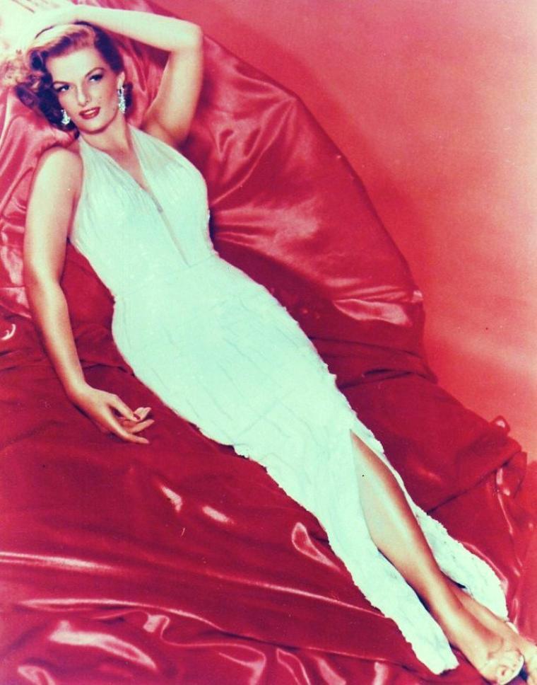 Jane RUSSELL (n�e Ernestine Jane Geraldine RUSSELL, le 21 juin 1921 � Bemidji dans le Minnesota aux �tats-Unis, morte le 28 f�vrier 2011 � Santa Maria en Californie) est une actrice am�ricaine.