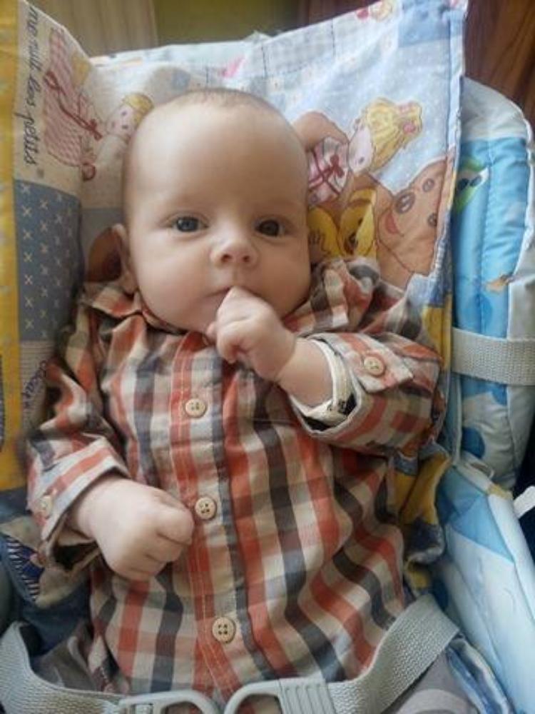 voila mon petit fils tony il na pas encore 2 mois