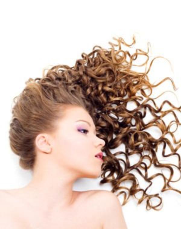 Les huiles volatiles de santal pour les cheveux