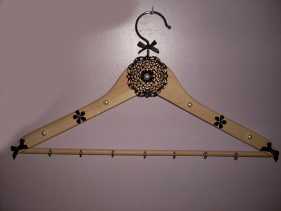 Articles de laeti creation tagg s porte bijoux - Fabriquer porte collier ...