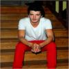 Yon Gonz�lez Luna (Bergara, Guip�zcoa, le 20 mai 1986), est un acteur d'origine basque. Il est devenu c�l�bre en interpr�tant Andr�s dans la s�rie 'SMS', sur La Sexta, jusqu'en mars 2007. Actuellement il interpr�te Iv�n dans 'El Internado', qui est diffus� sur Antena 3 avec un carton plein d'audience.   ★