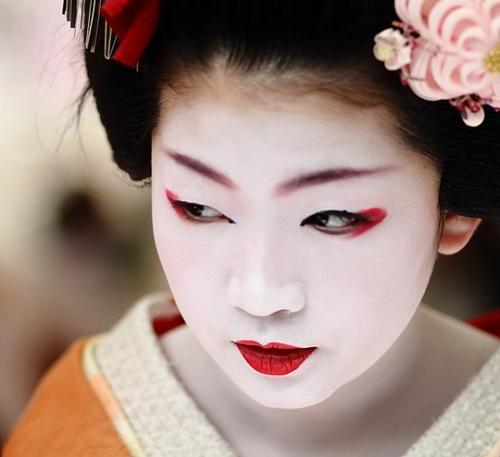 maquillage yeux geisha