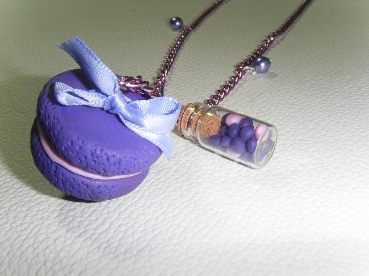macaron violet petite fiole en verre et cha ne rose pour. Black Bedroom Furniture Sets. Home Design Ideas