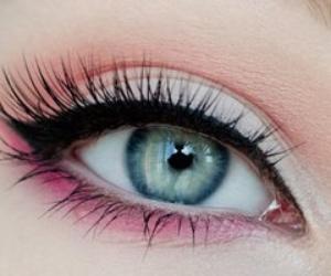 Eye liner creme gel crayon feutre hoisir son eyes liner en fonction de la forme des yeux - Comment mettre eye liner ...