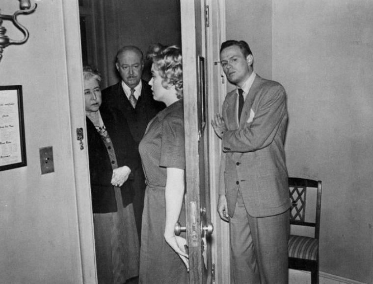 Articles de legend marilyn monroe tagg s 1952 don 39 t bother to knock page 2 legend marilyn - Fiche de poste femme de chambre du soir ...