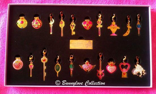 Sailor Moon Pins & Charms Full Moon Set