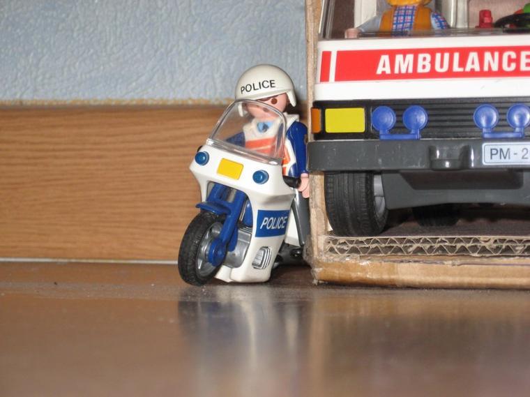 Nouvelle caserne pour les pompier et policier de playmobil land la playmo r publique - Caserne de police playmobil ...