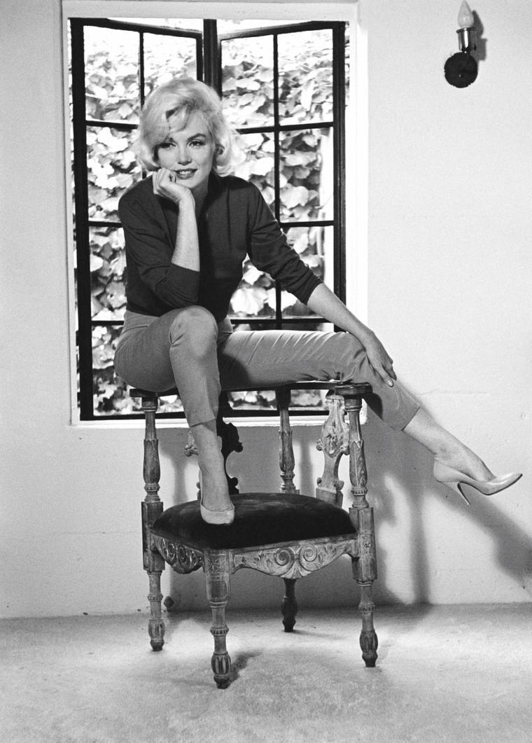 4 5 ao t 1962 dans la nuit du 4 au 5 ao t 1962 disparaissait marilyn monroe son domicile de. Black Bedroom Furniture Sets. Home Design Ideas