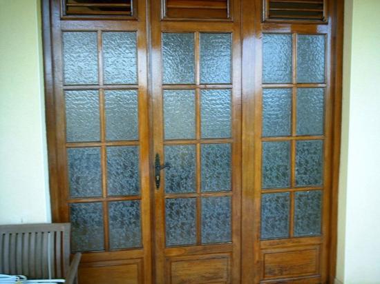 Vernissage de portes et fenetres et reprise de peinture a l 39 interieur - Peinture porte et fenetre ...