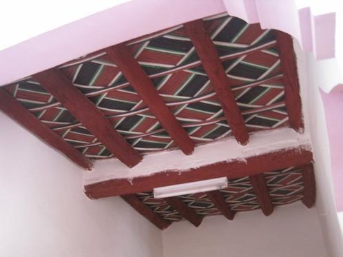 plafonds et mur tendus en bois toile marocaine berb re faux plafond bois plafonds. Black Bedroom Furniture Sets. Home Design Ideas