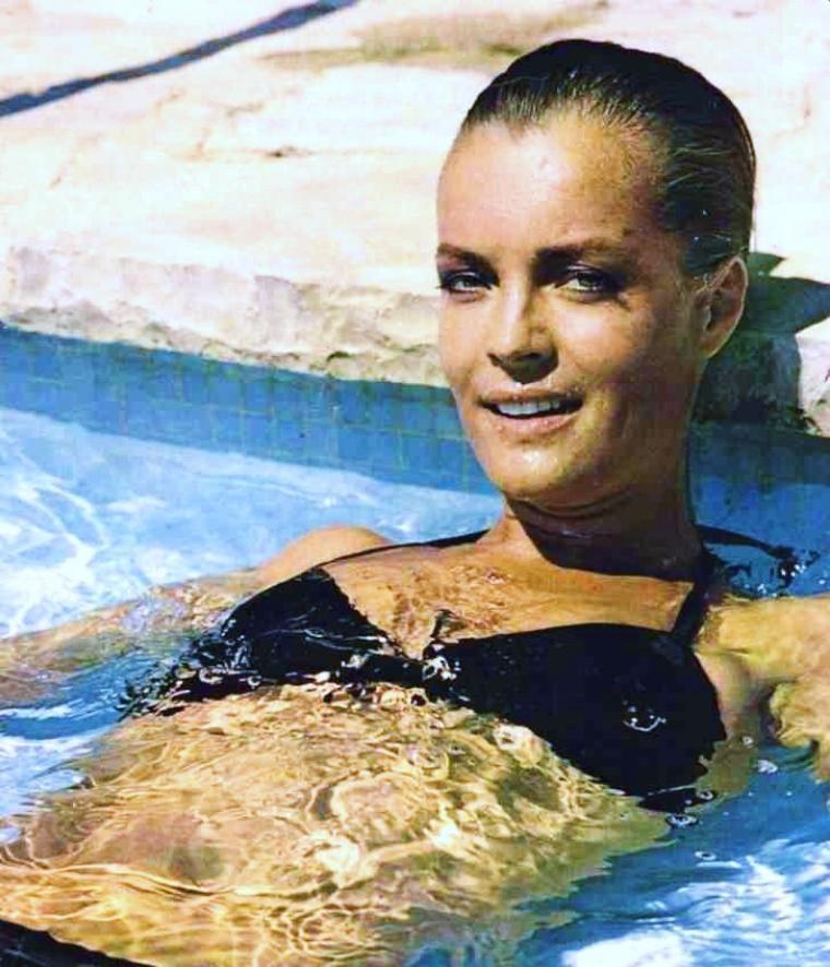 1969 film culte cette ann e alain delon retrouve sa for Alain delon romy schneider la piscine