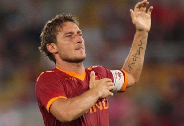 Articles de football et tatouages tagg s francesco totti r union de deux passions le foot - Tatouage chiffre romain avant bras ...
